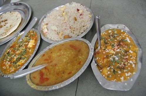 Mixed fruits/nuts curry, mix fruits rice, garlic naan, dal @ the Manglam paying guesthouse restaurant.